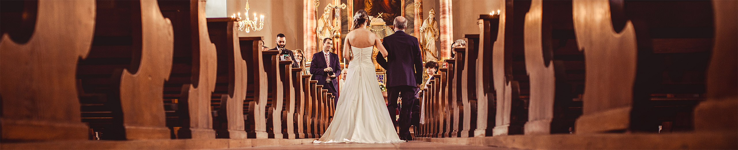 Hochzeitsfotos aus einer Kirche in Mannheim